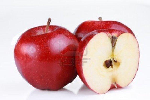 4318447-las-manzanas-rojas-de-gala-una-corte-abierta-para-mostrar-las-semillas